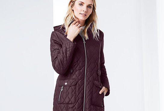 Női kabátok, női nadrágok között böngésztünk